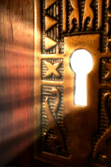 stock-photo-750937-light-emanating-through-a-key-hole-from-a-mysterious-room